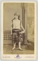 CDV 1870-80 Le Jeune à Paris . Enfant En Costume Oriental . - Anciennes (Av. 1900)
