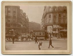 Bruxelles. Vur Sur La Rue Antoine Dansaert, Les Tramways Et De Nombreux Badauds - Photographs