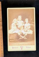Photographie Cabinet : 3 Soeurs Fillettes Triplées Triplés Triple Sisters - Anonieme Personen
