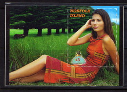 NORFOLK  ISLAND    2001    Perfume  From  Norfolk  Island   Sheetlet    MNH - Norfolk Island