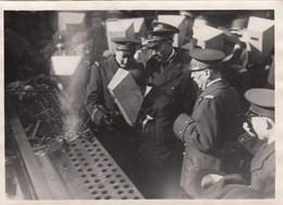 PHOTO ORIGINALE (13X18) Apres Le Lancement Du Richelieu M CAMPINCHI Ministre De La Marine A Posé Le 1er Rivet - Boten