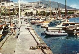 20. (2A). CPM. Corse Du Sud. Ajaccio. Le Port De Plaisance. Vue Sur La Ville (animée, Touristes, Bateaux) - Ajaccio