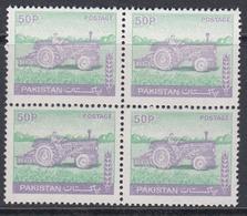 Pakistan 1979 - Definitive Stamp: Agriculture, Tractor - ERROR Printed On Gum Side - Mi 470 ** MNH - Pakistan