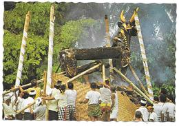 Cremation, The Corps Is Being Held In Other Not To Fall Down, Bali - 1982 - Indonésie