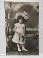 Fille, Robe Et Chapeau - Portraits