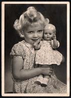 C0485 - Foto Kleines Mädchen Mit Puppe - Spielzeug - EAS Schwertfeger - Fotografie