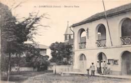 Gabon / Libreville - 12 - Devant La Poste - Gabon