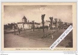 Cpa..47..DURAS..PLACE DU FOIRAIL..LE MONUMENT AUX MORTS... - France