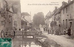 Is Sur Tille  21   La Rue Hopital Nicolas Tres Tres Animée-Attelage Cheval -et Marchand De Vins En Gros - Is Sur Tille