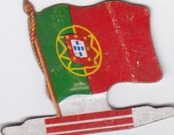 Figurine Publicitaire Biscuits L'Alsacienne Petit-Exquis - Drapeau - Angola - Années 60/70 - Tôle - Africorama - Publicité