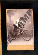 Photographie Cabinet  : Coureur Cycliste Cycle Bicyclette Vélo Course / Atelier Photographe BLAIN VALENCE Drôme - Sport