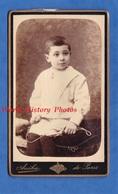 Photo Ancienne CDV Vers 1880 - PARIS - Portrait Petit Garçon Avec Corde à Sauter - Photographe Anéka Enfant Boy - Anciennes (Av. 1900)