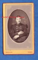 Photo Ancienne CDV Vers 1880 - RENNES - Portrait Militaire Du 19e Régiment ? Chasseurs ? - Photographe Graveleau - Anciennes (Av. 1900)