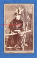 Photo Ancienne CDV Vers 1900 - ROMFORD - Portrait Femme Bourgeoise Fourrure Mode Chapeau - John McNamara Essex - Anciennes (Av. 1900)