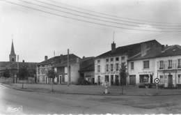 54 - CHAMBLAY BUSSIERES Vue Centre Et Place ( Commerces Tabac Epicerie Café ) CPSM Format CPA 1956 - Meurthe Moselle - Chambley Bussieres