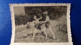 ENFANT JOUANT A LA BOXE AVEC GANTS - Boxing