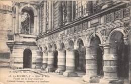 17 - LA ROCHELLE - Hôtel De Ville - Façade Sur La Cour Intérieure - Colonnes Toscanes, Cannelées Et à Tambours - La Rochelle
