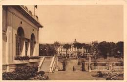61 - BAGNOLES-de-l'ORNE - Le Grand Hôtel Vu De La Terrasse Du Casino Du Lac - Bagnoles De L'Orne