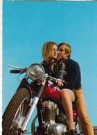 Couple Sur Une Moto - Paare