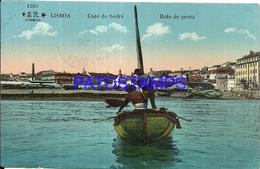105074 PORTUGAL LISBOA COSTUMES FISHING BOAT POSTAL POSTCARD - Unclassified