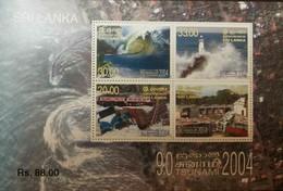 O) 2005 SRI LANKA, DAMAGED KALMUNAI- LIGHTHOUSE AND TSUNAMI WAVE-GIANT WAVE BREAKING ALONG COAST-TRAIN DERAILED NEAR TEL - Sri Lanka (Ceylon) (1948-...)