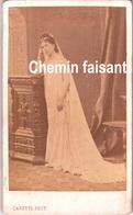 Avant 1900 - Photographie Originale D'une Femme - CARETTE Lille Douai 59 - Format CDV 60 X 100mm - Scans  Recto-verso - Photographs