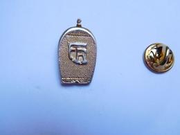 Beau Pin's En Relief , Calandre Auto Ancienne FR - Badges