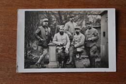 Carte Photo Guerre 1914 1918 Groupe De Poilus Posant   Veste En Cuir - Oorlog 1914-18