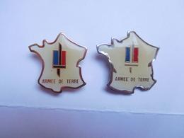 2 Pin's Différents En Taille  , Armée Militaire , Armée De Terre , Carte De France , Le Petit Signé Gilles Gadgets - Football