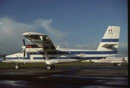 SLIDE / AVION / AIRCRAFT   KODAK  ORIGINAL   FORCE AERIENNE FRANCAISE  TWIN OTTER  300-OZ - Diapositives