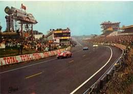 151218 - SPORT AUTO LE MANS Circuit Des 24 Heures Vue D'ensemble Sur Les Stands De Ravitaillement - Pub TOTAL SHELL ESSO - Le Mans