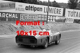 Reproduction D'une Photographie Ancienne De L'arrière D'une Ferrari 250 Testa Rossa 61 Aux 24 Heures Du Mans En 1961 - Reproductions