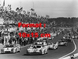 Reproduction D'une Photographie Ancienne D'un Départ Des 24 Heures Du Mans En 1975 - Reproductions