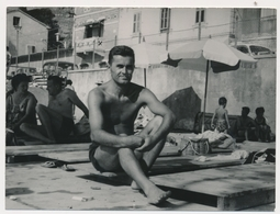 REAL PHOTO Ancienne Naked Trunks Man  On Beach, Homme Sur La Plage Old Orig. - Photographs