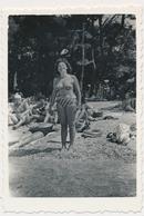REAL PHOTO Ancienne Bikini Woman On Beach Femme Sur Plage Old Orig. - Photographs