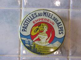 Boîte Ancienne  Pastilles Au Miel Des Alpes EMPEREUR St Saturnin Les Apt - Boîtes/Coffrets