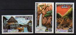 Bénin  N° 403 / 05 X  Sites Touristiques Béninois,  Les 3 Valeurs Trace De Charnière Sinon TB - Bénin – Dahomey (1960-...)