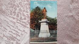 08 Mezières La Statue De Bayard Le Chevalier Sans Peur Et Sans Reproche Défenseur De La Ville En 1521 - Charleville
