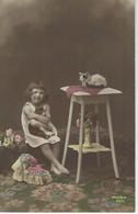 CARTE FANTAISIE - FILLETTE Entouree De CHATS ( Chat - Katze - Cat - Gato ) - Cats