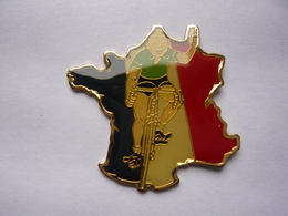 Pin S Bd TINTIN  Carte De France - Comics