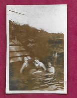 PHOTO 8,5 X 6 Cm.. FEMMES En Maillot De Bain Se Baignant Dans La Rivière..PIN UP - Pin-up