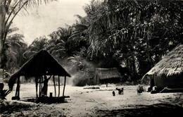 Afrique Noire - Village Africain - Postcards