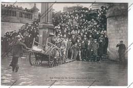 CPA PARIS Crue De La Seine : Quai De Passy - On Transborde Le Monde Sur Des Charettes - Inondations De 1910