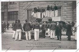 CPA PARIS Crue Seine : Les Marins Des équipages De La Flotte De Brest Débarquent Leurs Canots Cour Préfecture Police - Inondations De 1910