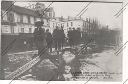 Rare Carte Photo PARIS Crue Seine : Passerelles établies Au Quai De Passy Pour Permettre La Circulation - Inondations De 1910