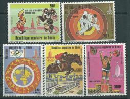 Bénin  N° 486 / 90 X Jeux Olympiques De Moscou. Les 5 Valeurs  Trace De Charnière Sinon TB - Bénin – Dahomey (1960-...)