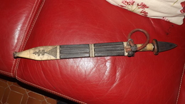 AFRIQUE ANCIENNE ARME  BLANCHE  POIGNARD GRANDE TAILLE - Knives/Swords