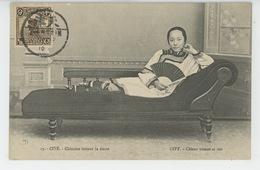 ASIE - CHINE - CHINA - PEKIN - PEKING - TIEN TSIN - CITÉ - Chinoise Faisant La Sieste - CITY - Chinese Woman At Rest - Chine