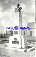105156 ARGENTINA CHUBUT COMODORO RIVADAVIA MONUMENTO A SARMIENTO FRENTE A LA ESTACION DE TREN TRAIN POSTAL POSTCARD - Argentina