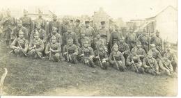 Carte Photo , Ww1 , Groupe Soldats En Uniforme Fusil à La Main , Non Voyagée - Guerre 1914-18